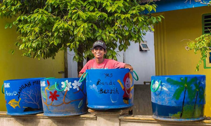 Fukuda repair and garbage bins for Banda Neira