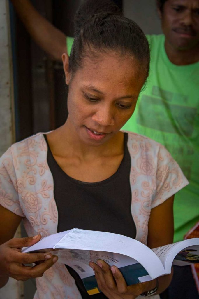 Indira studied at the national university in Dili. Still she appreciates the resource book which is part of the Midwife kit delivered by Vega.