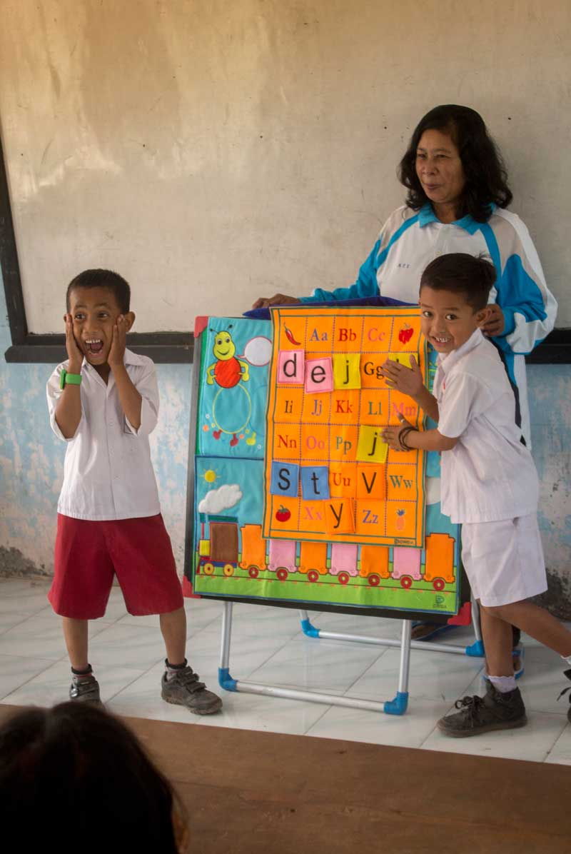 Crew of the vessel Vega deliver teaching aids for language, math, science etc. to the schools.