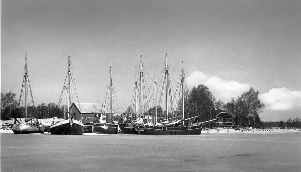 djursvks-hamn-foto-ateljeer-johanssonfran-vanster-jakten-amalia-befalhavare-9445d3